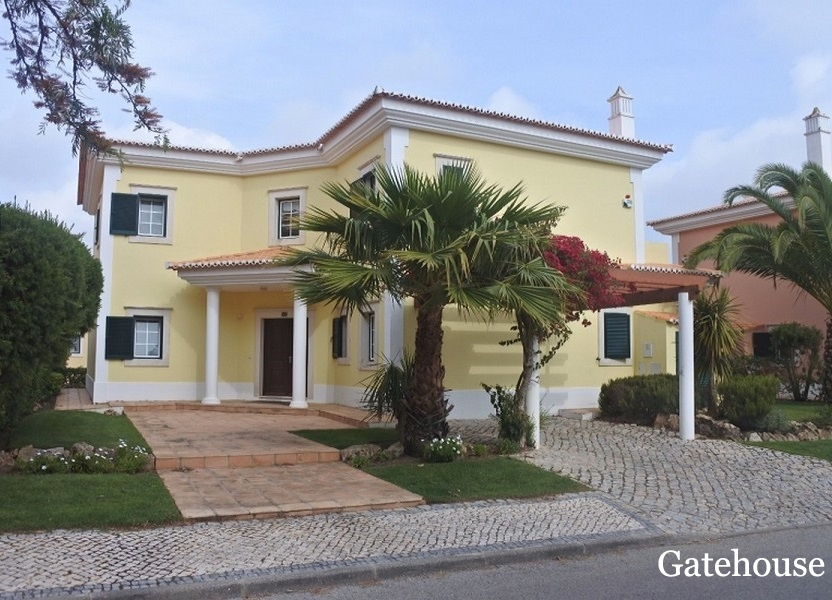 Bank Repossession Villa With Pool For Sale In Quinta do Lago